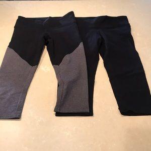 Alo Yoga Airbrush Capri Leggings 2 Pairs